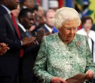 Queen welcomes Commonwealth leaders to palace; tips Charles as successor