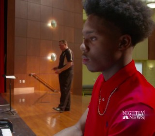 Teen pianist with four fingers defies the odds