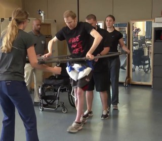 New device helps paralyzed patients walk again