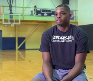 Arkansas teen with autism recruited to play basketball at Kent State
