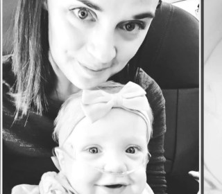 Man gives his first-class seat on flight to mother with ailing baby