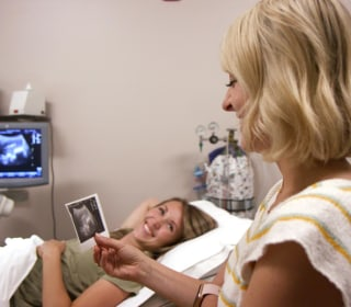 What is surrogacy like? Watch 2 families go through an embryo transfer