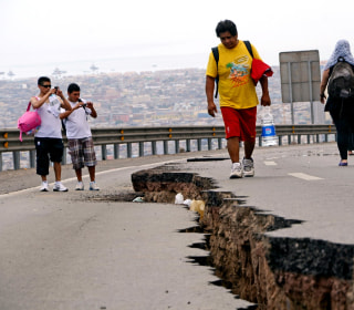 Huge Aftershock Sends Families Fleeing in Chile