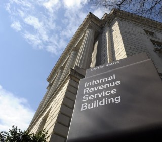 Two Swiss Banks Reach Deal to Avoid Possible U.S. Tax-Evasion Charges