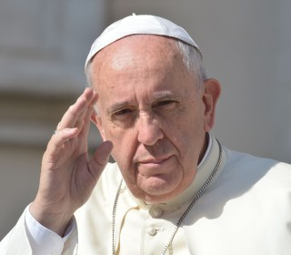 Greece Crisis: Pope Francis Urges Followers to 'Unite in Prayer'