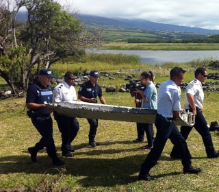 Airplane Debris Is 'Major Lead' in MH370 Hunt, Australia Deputy PM Says