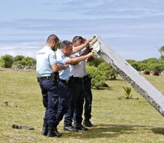 ID Number Confirms Plane Fragment Found on Reunion Island Is From a 777