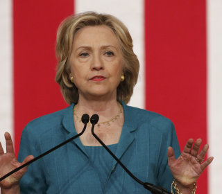 Clinton Knocks GOP While Calling for U.S. to Lift Cuba Embargo