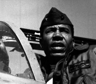 Frank Petersen, Marines' First Black Aviator and General, Dies at 83