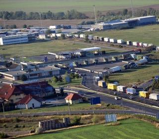 Austria Inspects Trucks for Migrants, Creates 18-Mile Backup