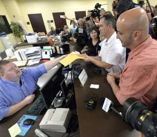 Same-Sex Couples Receive Marriage Licenses in Kentucky as Clerk Kim Davis Remains in Jail