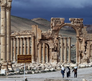 ISIS Blows Up Ancient 'Arch of Triumph' in Palmyra, Syria