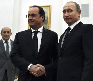 France's President Hollande in Moscow Urges 'Grand Coalition' Against ISIS