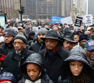 Laquan McDonald Shooting: Protesters Disrupt Black Friday Shopping in Downtown Chicago