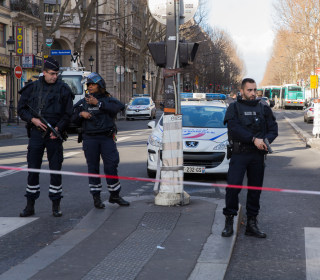 Foiled Paris Attack: Officials Struggle to ID Knife-Wielding Assailant