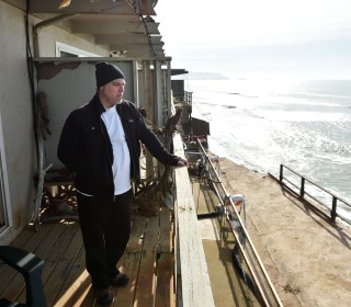 Pacifica Cliff Erosion Forces Out Residents on Precipice