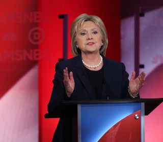 Clinton Struggles, Dodges on Speaking Fees Questions in Democratic Debate