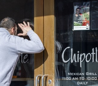 D.C. Lawyer Gets 350+ Wrong-Number Texts About Burritos for Chipotle Giveaway