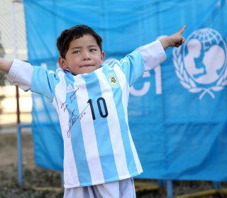 Score! Messi Replaces Little Fan's Plastic-bag Jersey