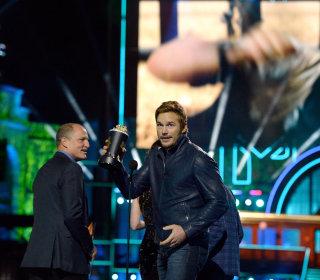 Chris Pratt Praises Wife Anna Faris During MTV Movie Awards