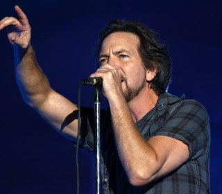Pearl Jam Stops Mid-Song to Eject Unruly Fan