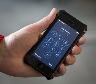 FBI Not Likely to Tell Apple About iPhone Vulnerability
