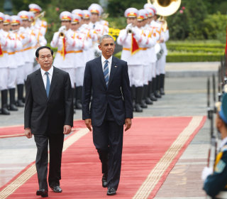 Obama in Vietnam Announces End of Longstanding Arms Embargo