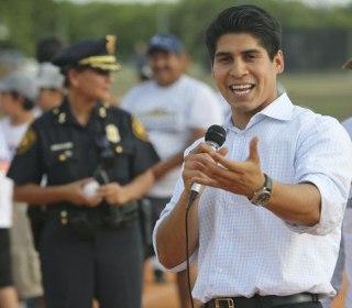 TX Councilman Rey Saldaña Helps 1st-Gen Latino Students Like Him