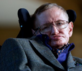 Stephen Hawking: Donald Trump Appeals to 'Lowest Common Denominator'
