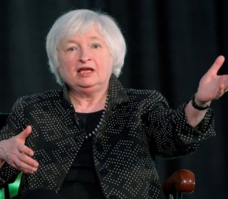 Yellen Makes 'Uncertainty' New Mantra as Market Doubts Fed View