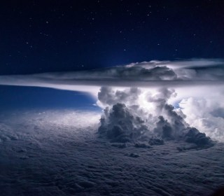 Pilot Captures Stunning Storm From 37,000 Feet Above Pacific