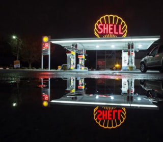 Shell Profits Plunge by 72 Percent on Weak Oil Prices, $54B Takeover Deal