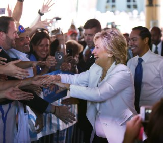Poll: Clinton Maintains 50-Point Lead Among Latinos