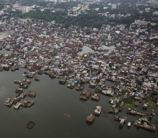 More Than 300 Dead in India as Floods Force Villagers Into Relief Camps