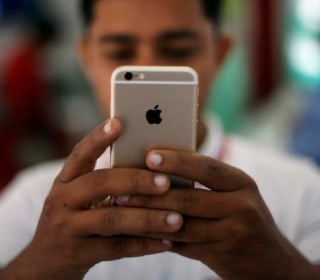 Apple Fixes Security Flaw After UAE Dissident's iPhone Targeted