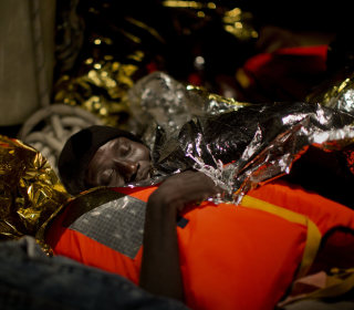 Monday in Pictures: Refugees Rescued from Sea and More