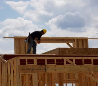 Construction Worker Shortage Weighs on Hot Housing Market