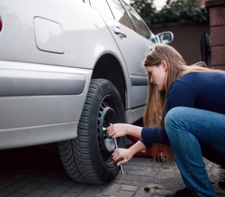 60 Percent of People Can't Change a Flat Tire - But Most Can Google It