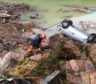 Rescuers Pull 15 Out Alive From China Landslide, 32 Missing