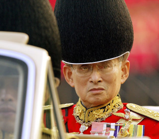 Thai King, World's Longest-Reigning Monarch, Dies at 88