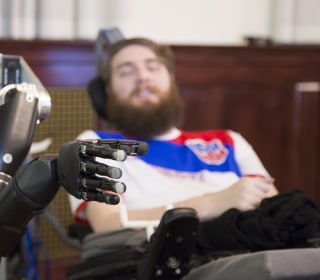 Brain Chip Helps Paralyzed Man Feel His Fingers