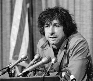 Tom Hayden, 1960s Anti-War Activist and Chicago 8 Defendant, Dies at 76