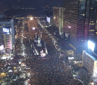 South Koreans Pour Into Streets Against President Park Geun-hye Amid Scandal