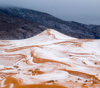 Snow Where? Town on Edge of Sahara Desert Gets Flakes for First Time in 37 Years