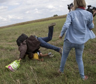 Camerawoman Who Kicked Migrants on Hungarian Border Gets Probation