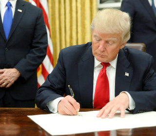 Trump Signs Executive Order on Obamacare on Inauguration Day