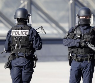Paris Shooting: Soldier Near Louvre Museum Fires on Attacker IDd as Egyptian