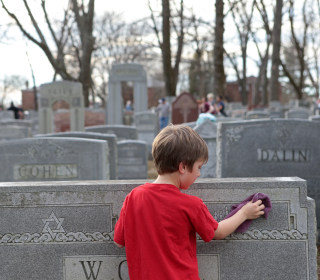 Muslim Fundraiser to Repair Jewish Cemetery Raises $100k