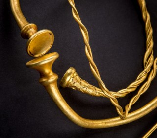 Amateur Treasure Hunters Find 2,500-Year-Old Gold Jewelry in English Field