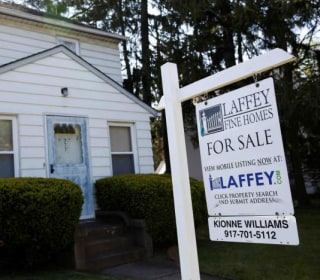 Mortgage Applications Rocket as Borrowers Rush to Lock in Rates Before Fed Hike